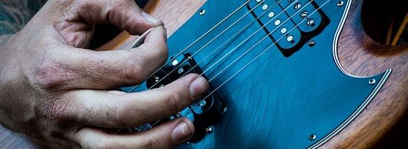 Kytary od více než 60 výrobců...