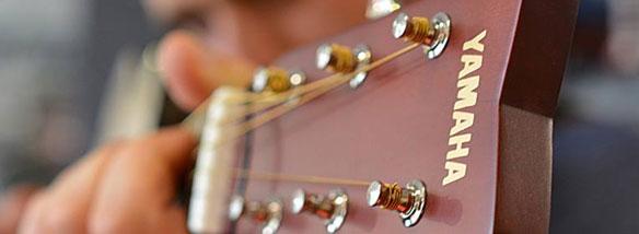 Akustická kytara Yamaha JR2